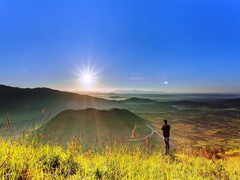 Những cánh đồng lúa dưới chân núi lửa - Đắk Nông