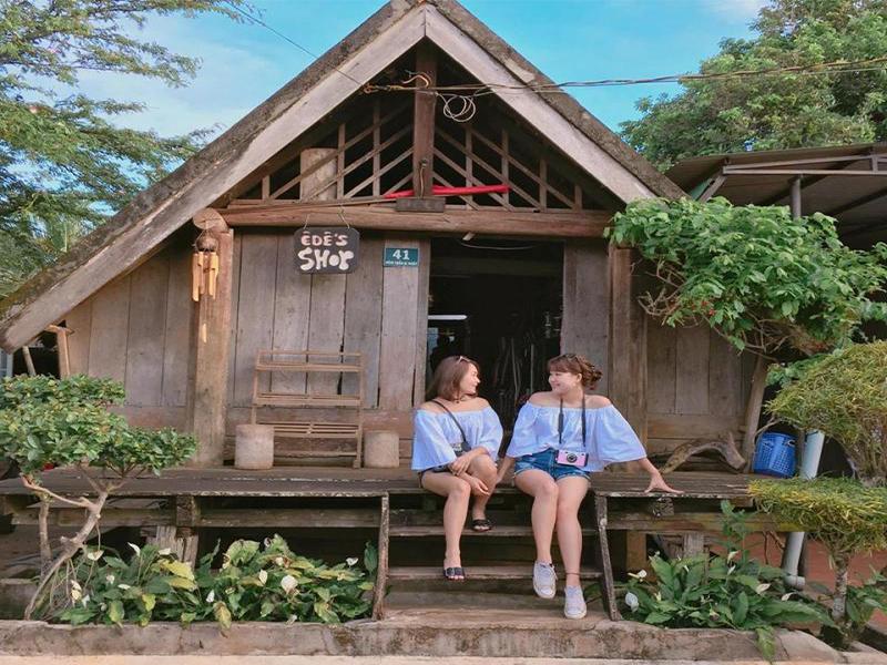 Buôn văn hóa Ê-đê - Đắk Nông