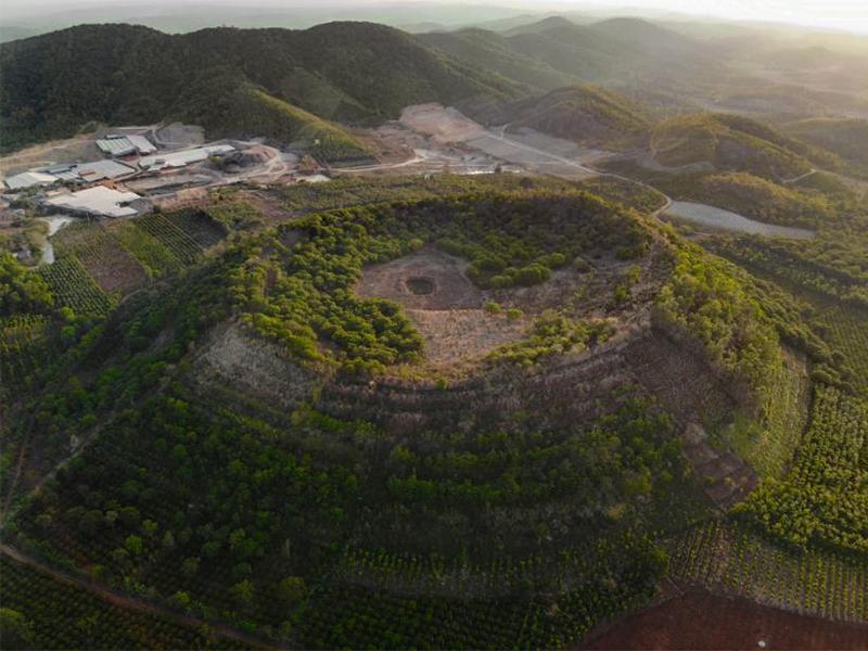 Núi lửa Băng Mo nhìn từ trên cao