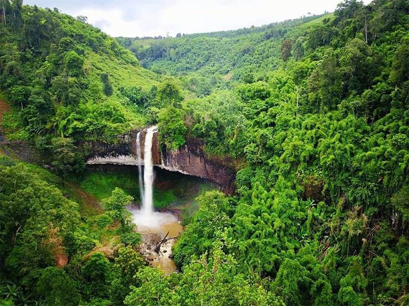 Các thác nước tự nhiên hùng vĩ