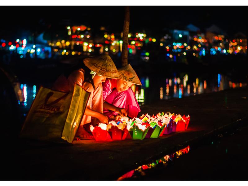 Thả hoa đăng trên sông Hoài